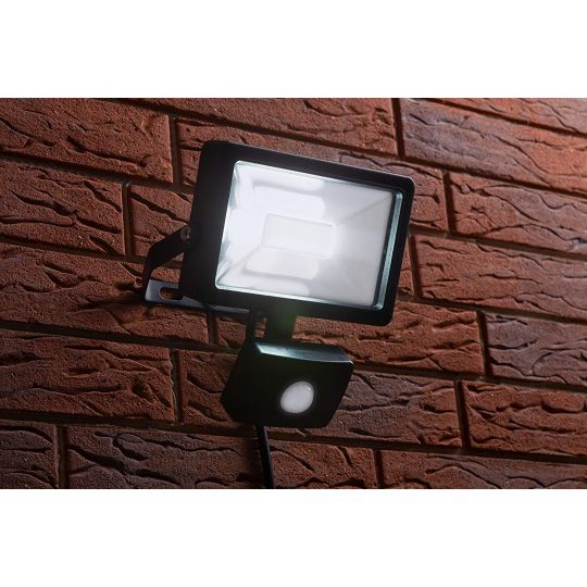 Proiector cu LED SMD si senzor Meister 20W, lumina rece, IP44 , Clasa A++